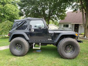 """1990 Jeep Wrangler YJ 40"""" Tires 18"""" Lift for Sale in Indianapolis, IN"""