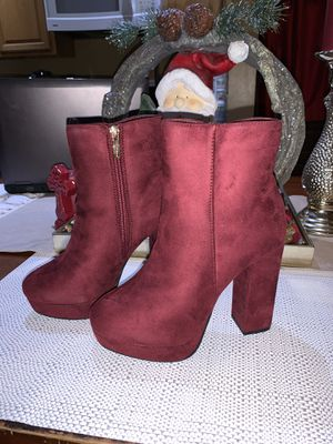 Burgundy heels size 7 for Sale in Lynwood, CA