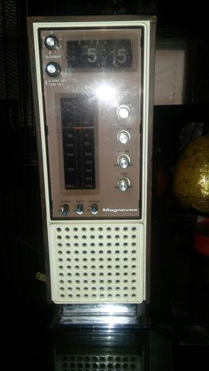 Good conditions antique clock radio for Sale in Chicago, IL