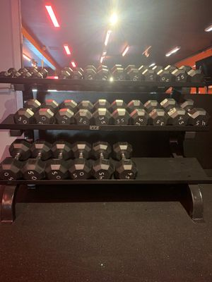 Dumbbell Rack w/ Dumbbells included for Sale in Portland, OR