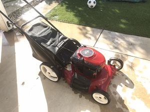 """Briggs and Stratton craftsman Gas lawn push mower 21"""" for Sale in Montclair, CA"""