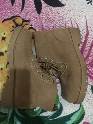 Women's tan boots fur lining for Sale in Waldorf, MD
