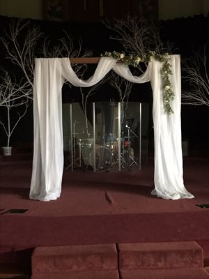 Redwood wedding arbor for Sale in Fresno, CA