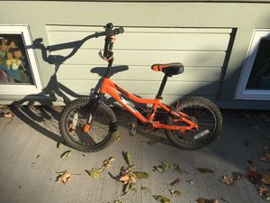 Giant Animator kids bike with kick break and stabilizers. Great first bile! for Sale in Portland, OR