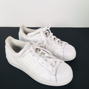 Adidas White Tennis Shoe Size 6 Pre-owned for Sale in St. Louis, MO