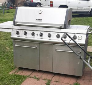 HUGE KENMORE GAS GRILL for Sale in Charles Town, WV