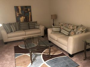 **Rooms to go living room set** EVERYTHING IN ROOM INCLUDED for Sale in McDonough, GA