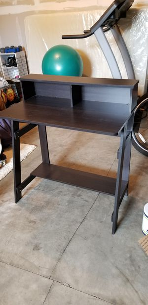 Small desk for Sale in Puyallup, WA