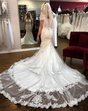 Unused Maggie Sottero Wedding Dress & Veil for Sale in Los Angeles, CA
