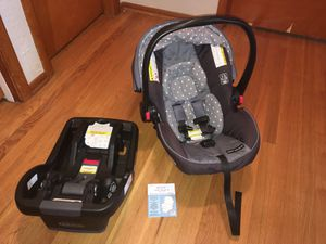 Graco Car Seat w/Base for Sale in Portland, OR