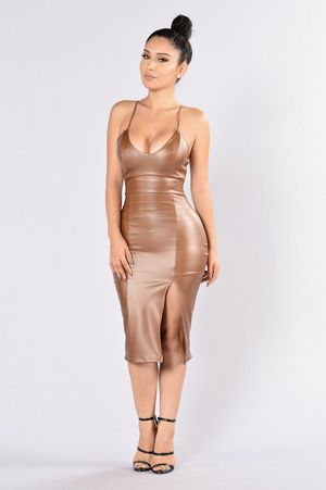 Fashion nova dress in brown for Sale in Elk Grove, CA