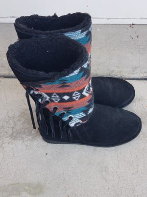 Bearpaw Boots--Kathy Angle Topline Fringe Aztec for Sale in Chandler, AZ