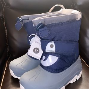Boys Snow Boots Size 11 for Sale in Bell, CA