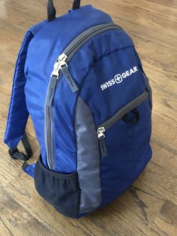 Navy Swiss Gear Day Pack Backpack for Sale in Wauconda,  IL