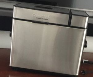 Cuisinart Bread Maker - Digital Display Like New - CBK100 for Sale in Miami, FL