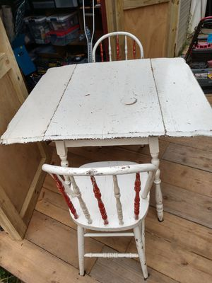 Small kitchen table with two chairs for Sale in Reynoldsburg, OH
