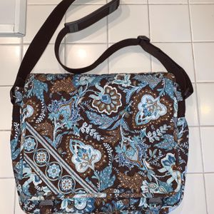 Like new Vera Bradley messenger bag, Java Blue pattern for Sale in Fort Lauderdale, FL