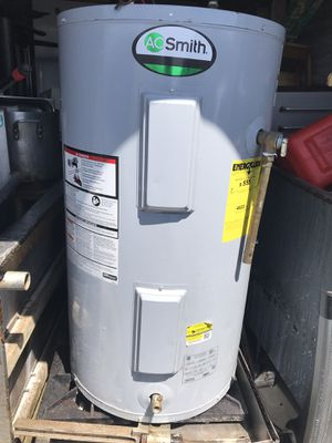 40 gallon Electric water heater one-year-old for Sale in Revere, MA