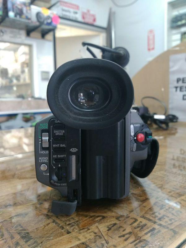 $149.99 - Sony Camera DSR-PD150