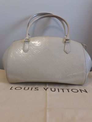 Louis Vuitton Blanc Corail Monogram Vernis Sherwood GM Bag for Sale in Bowie, MD