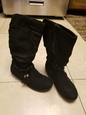 Girl youth boots size 3 for Sale in Los Angeles, CA