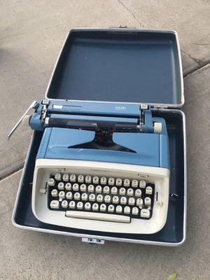 Type Writer - Royal for Sale in Las Vegas, NV