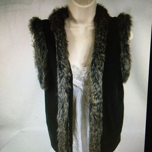 Wet seal Womens Sweater Vest Size LMedi Brown Faux Fur Sleeveless Cardigan w/ Clasp for Sale in Layton, UT