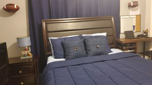 Queen Size Bedroom Set for Sale in Oakland Park, FL