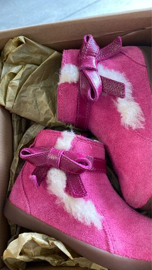 Girls size 9 UGG boots for Sale in Gilbert, AZ