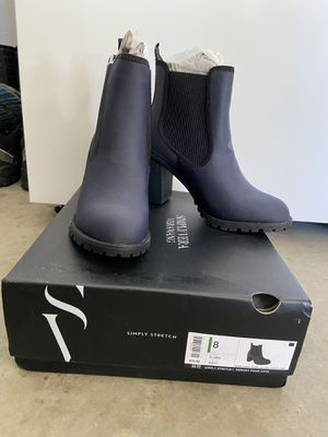 Vera wang boots size 8 for Sale in Temecula, CA