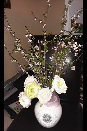 Beautiful flower arrangement for Sale in Las Vegas, NV