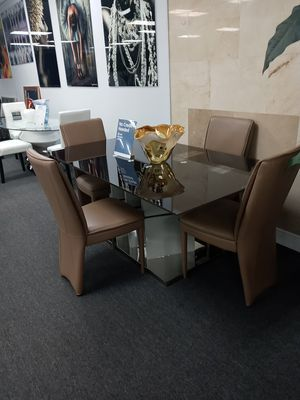 Brown dining table for Sale in West Palm Beach, FL
