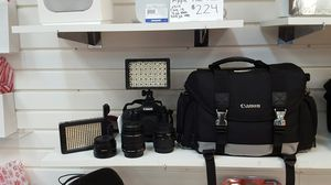 CANON CAMERA WITH EXTRA LENS, BATTERY, BAG for Sale in Orlando, FL