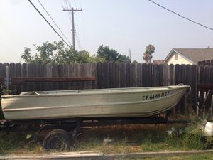 12 foot aluminum fishing boat for Sale in Sacramento, CA