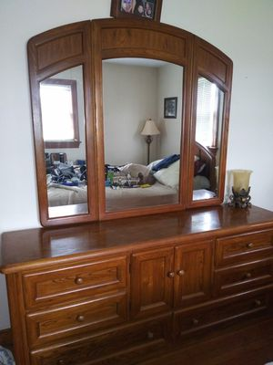 Thomasville Solid Wood Bedroom Suit Queen Bed for Sale in Chesterfield, VA
