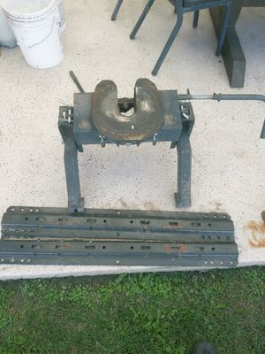 Fifth wheel hitch with railings for Sale in Phoenix, AZ
