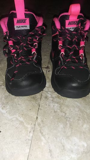 Toddler girl nike boots for Sale in Taneytown, MD