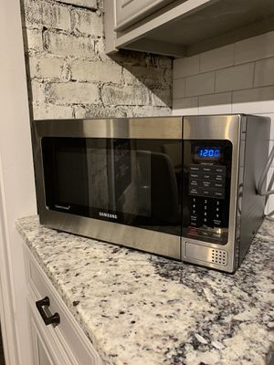 Samsung stainless steel microwave for sale for Sale in Hapeville, GA