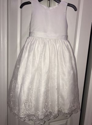 Little girl flower girl /special occasion dress white dress 9 years for Sale in Hialeah, FL