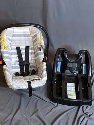 Graco SnugRide 30 Carseat and Base for Sale in Greensburg, PA