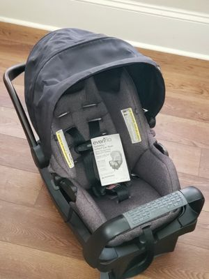 ($40) Never used Evenflo car seat w/ base & manual for Sale in Eustis, FL
