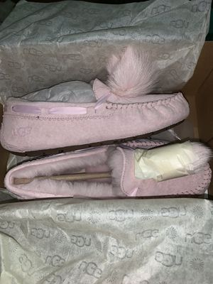 New Uggs never worn in box size 6 for Sale in Pittsburgh, PA