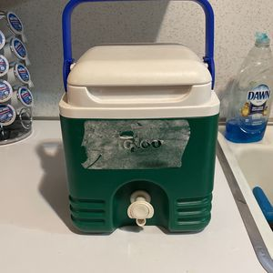 IGLOO Cooler for Sale in San Antonio, TX