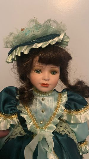 Porcelain English Queen Doll for Sale in Bondurant, IA