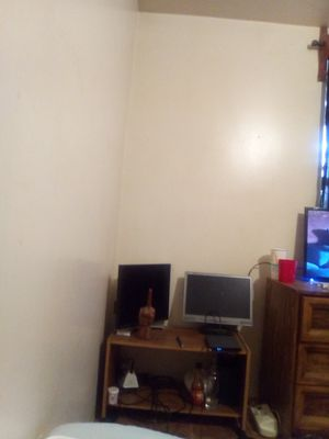 2 flat screen computer monitors for Sale in St. Louis, MO