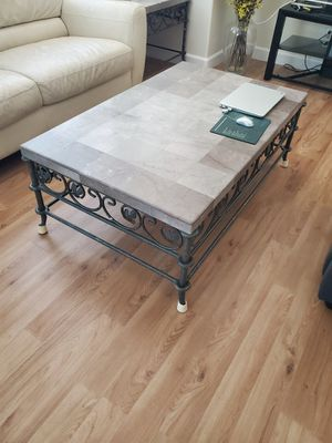 Coffee Table + 2 side tables for Sale in Las Vegas, NV