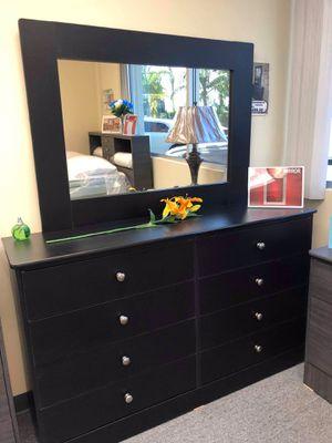 Compressed Wood Dresser and Mirror for Sale in Pico Rivera, CA