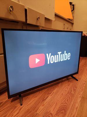 Vizio smart tv 40 inches remote control included for Sale in Los Angeles, CA