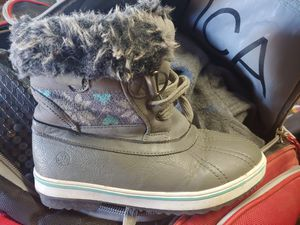 Kids snow boots. Size 3 for Sale in Phoenix, AZ