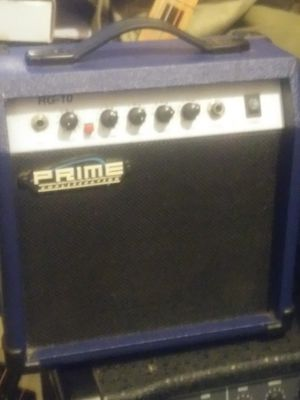 Prime guitar amp RG10.has built in battery pack Portable for Sale in Saint CLR SHORES, MI